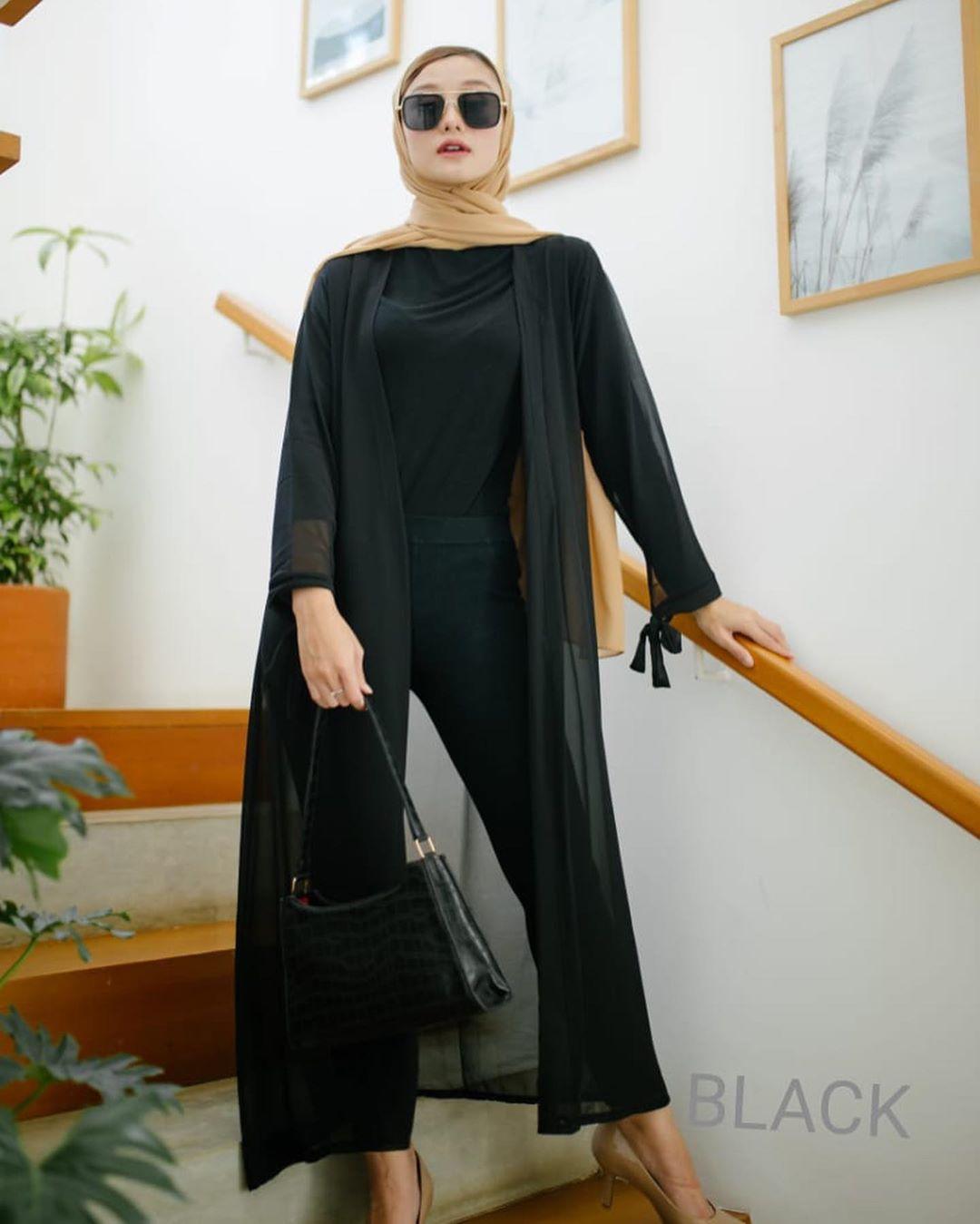 felly long outer / outer wanita / outer wanita hijab kekinian / outer cardigan / outer bahan ceruty / outer polos / long outer wanita / ootd hijab style remaja / ootd selebgram / atasan wanita  2020 / atasan wanita lengan panjang / kardigan wanita