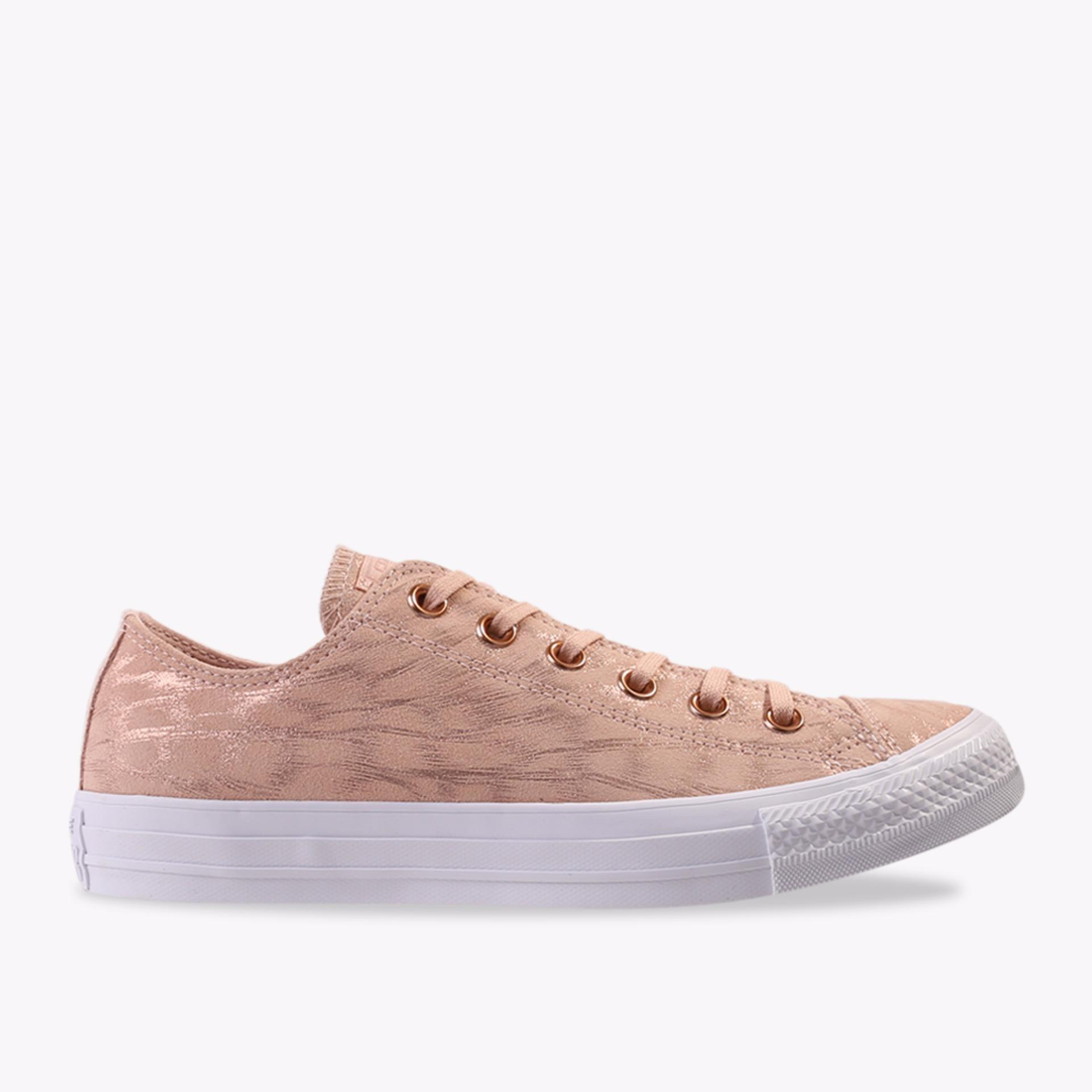 Bandingkan Toko Converse Chuck Taylor All Star Shimmer Suede Ox Women s  Sneakers Shoes - Pink harga ccfba6f1ec