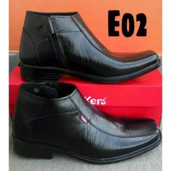 Kickers - Sepatu Formal   Sepatu Pantofel Pria Kerja Kulit Sapi Asli  Resleting Hitam Kode E 24bd6327a0