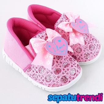 TrendiShoes Sepatu Anak Bayi Perempuan Bunyi Slip On Pita Love 031GRT - Pink