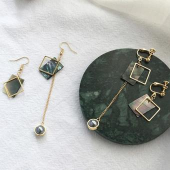 LRC Anting Jepit Elegant Green Pearls&square Shape Decorated Hollow Out Simple Earrings .