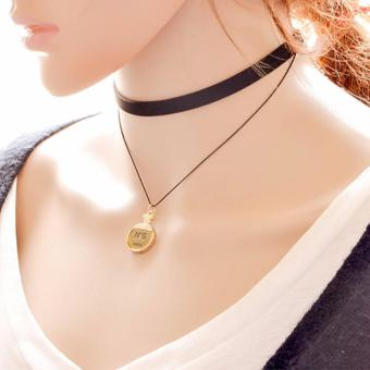 LRC Kalung Wanita Elegant Black Perfume Bottles Pendant Decorated Double Layer Necklace