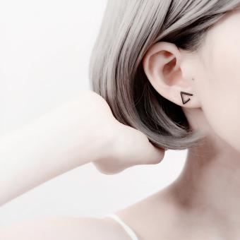 Jepang Korea minimalis kepribadian hitam segitiga S925 perak murni Anting tindik wanita orang trendi netral Elegan