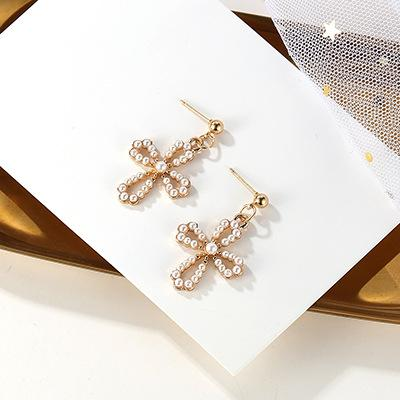 LRC Anting Tusuk Fashion Gold Color Pearl Decorated Earrings