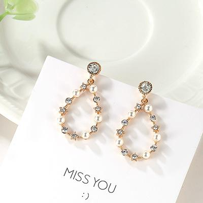 LRC Anting Tusuk Fashion Gold Color Pearl&diamond Decorated Earrings
