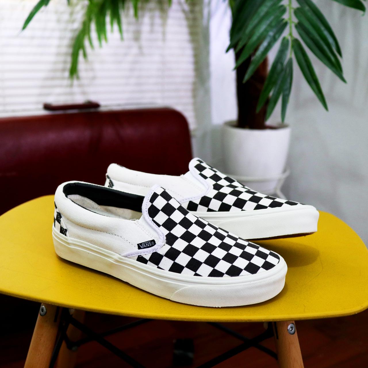 slip on chkerboard black white sepatu pria  / sepatupria /sepatuwanita/sepatukerja/sepatusekolah/sepatu/sepatusantai/sepatuolahraga/sepaturunning/sepatujogging/sneakerscowo/sneakerscewe