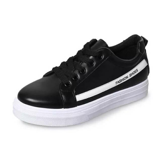 Sepatu wanita / sepatu hitam list putih/ sepatu sneakers/ sepatu 2019