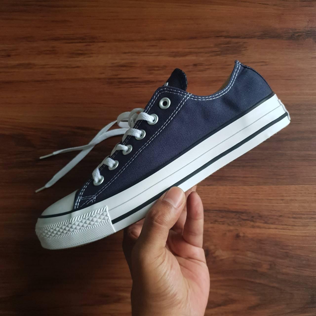 ... Sneaker Pria M7650C Spek Harga. Source · Detail Gambar Sepatu Convers  Chuck Taylor Allstar Low Navy White Premium Terbaru 2c26f0c596
