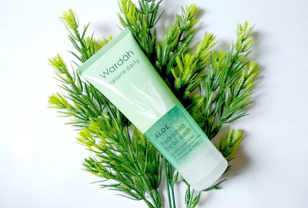 Wardah Nature Daily Aloe Hydramild Facial Wash 100ml - BESAR