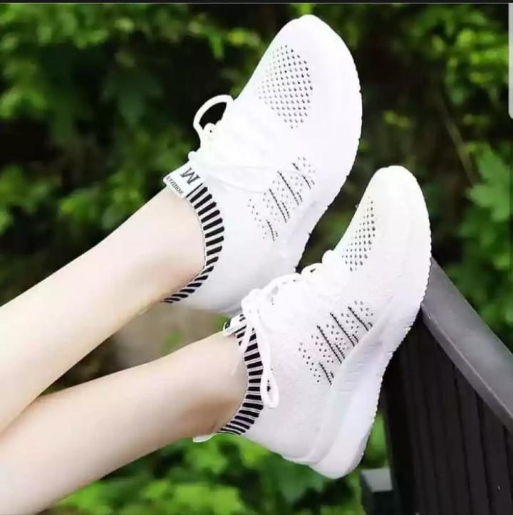 sepatu sneaker wanita m