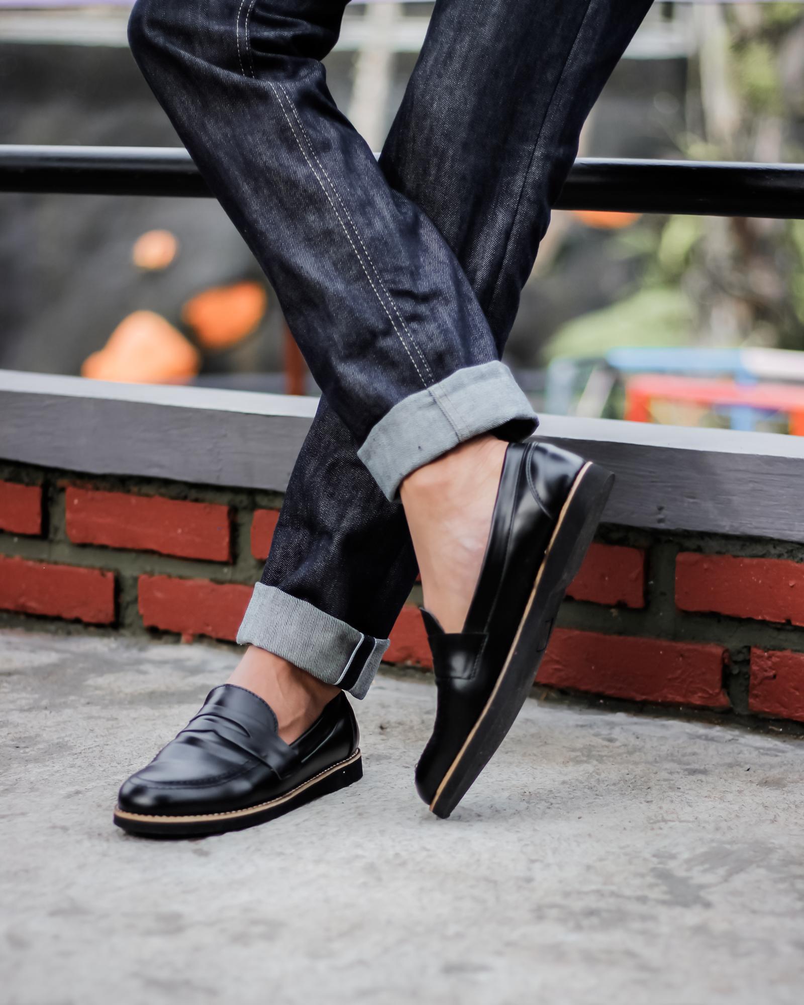 sepatu pria slip on black footwolker / loafert black