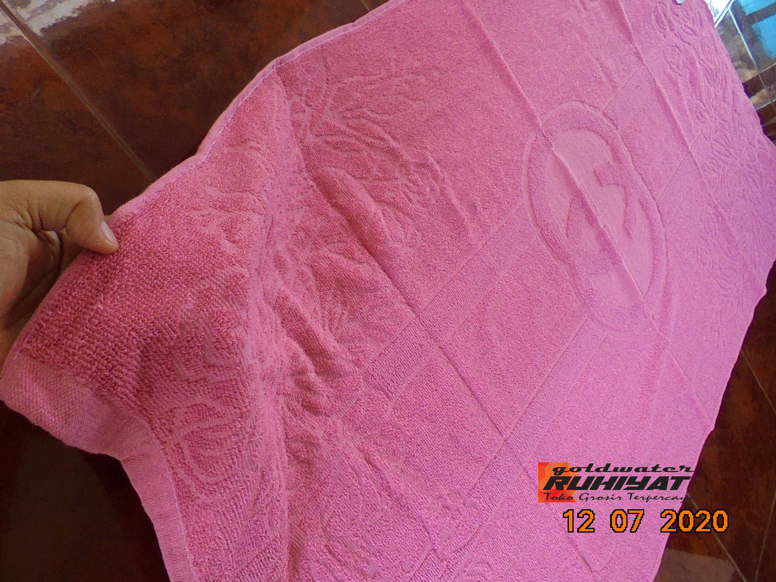 handuk gucci pbunga katun 100% 143x73 original tebal menyerap air lembut kualitas garansi