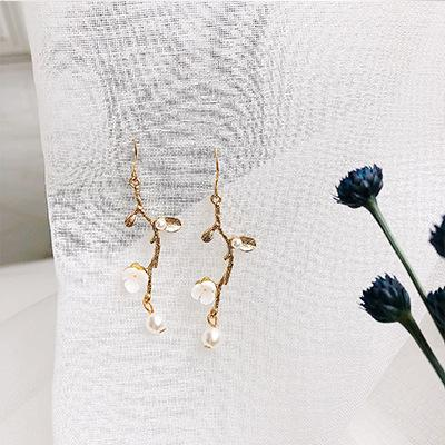 LRC Anting Gantung Fashion Gold Color Flower Shape Decorated Earrings