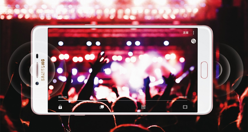 Audio-visual clarity comparable to home theatre entertainment