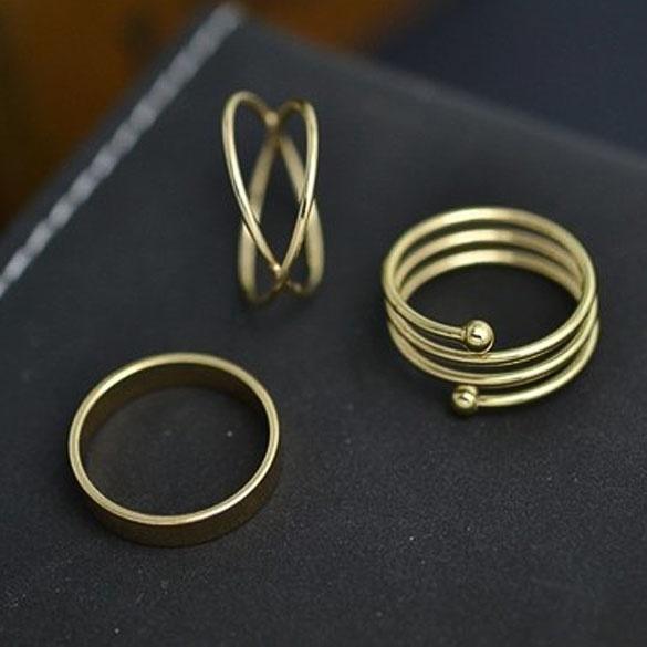 Spesifikasi : Bahan: Logam Campuran Teknik pengolahan: Pelat Jenis: Set cincin pria.