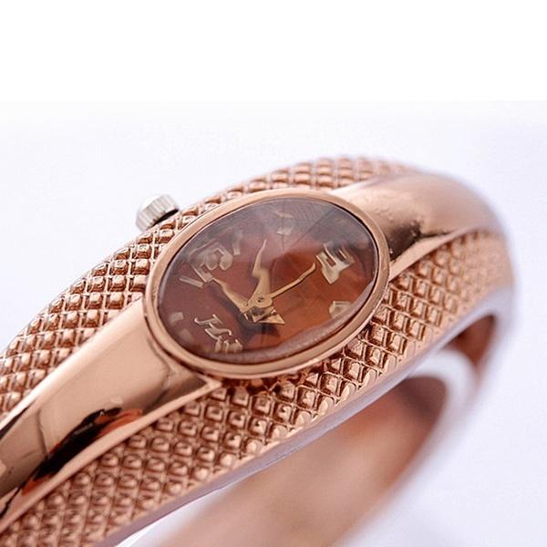 Fashion Keemasan Oval Kuarsa Perhiasan Wanita Gelang Jam Tangan Gelang  Borgol Emas Daftar . 31b919ae1f